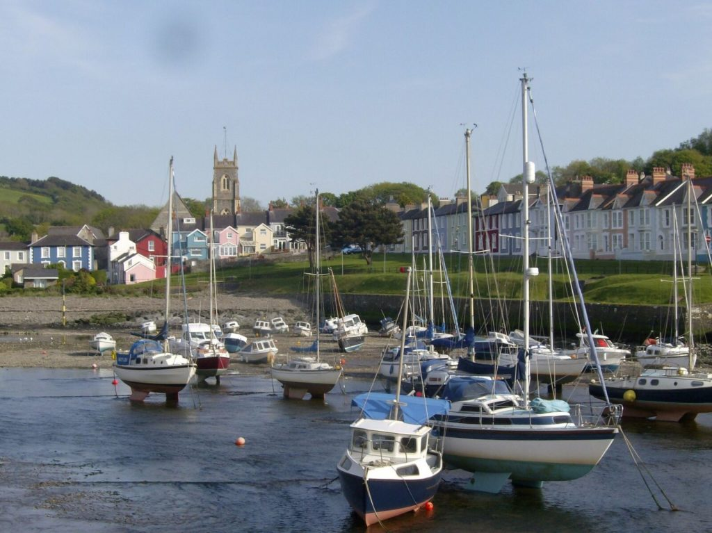 Aberaeron holiday cottage, Bwthyn Y Mor in Aberaeron, Ceredigion, West Wales. Holiday let, dog friendly.