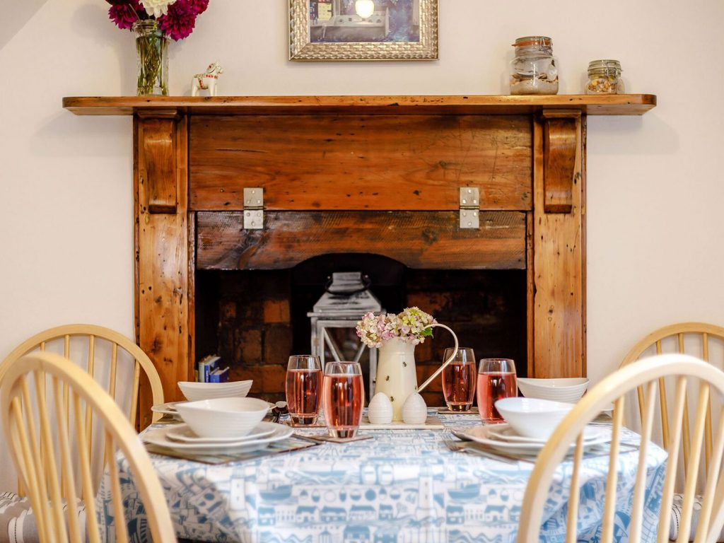 The dining area at Bwthyn Y Môr, Aberaeron Holiday cottage, holiday let, ceredigion, cardigan bay, wales